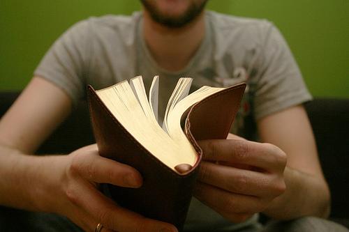 Leyendo-la-biblia-conquista1